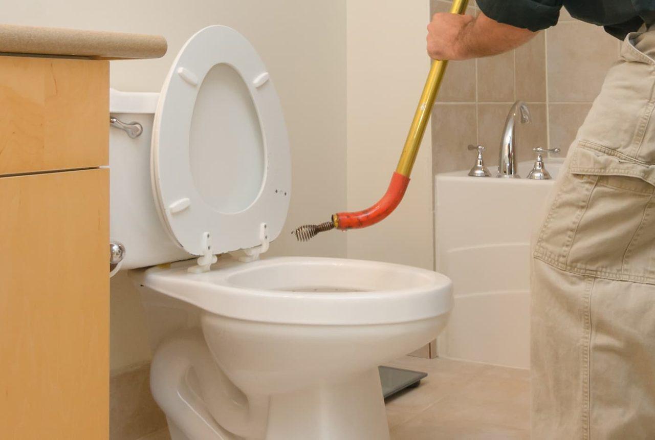 bloc wc bloqué dans toilettes