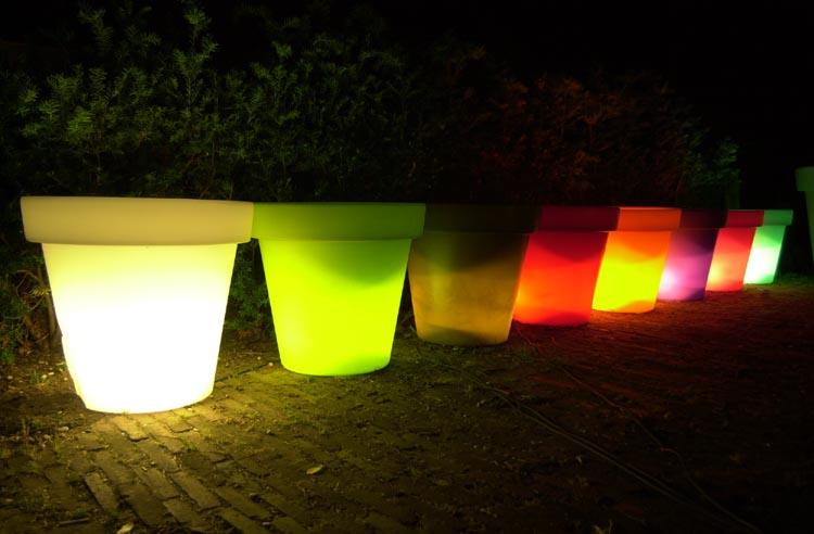 Pots lumineux couleur pour jardin