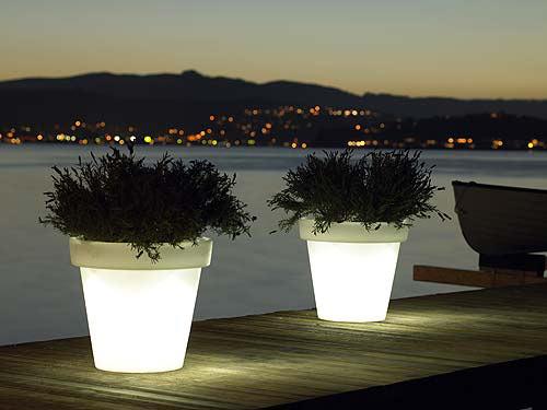 Des pots lumineux pour le jardin la terrasse ou le balcon forumbrico - Pot lumineux jardin ...
