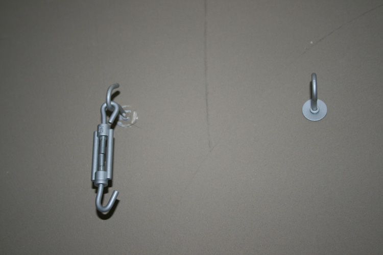 Fixations des câbles de spots sur câble