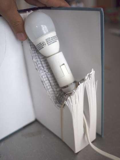 fabriquer une lampe livre blog conseils astuces. Black Bedroom Furniture Sets. Home Design Ideas