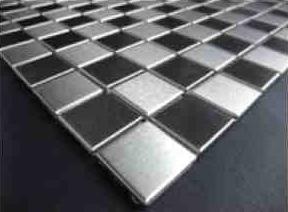 Un carrelage en inox des mosa ques en aluminium for Peinture carrelage inox