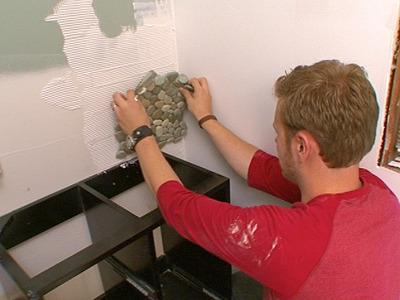 comment poser des dalles de galets | conseils et astuces bricolage ... - Galets Muraux Salle De Bain