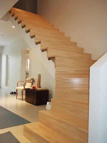 Escalier en bois lamellé collé