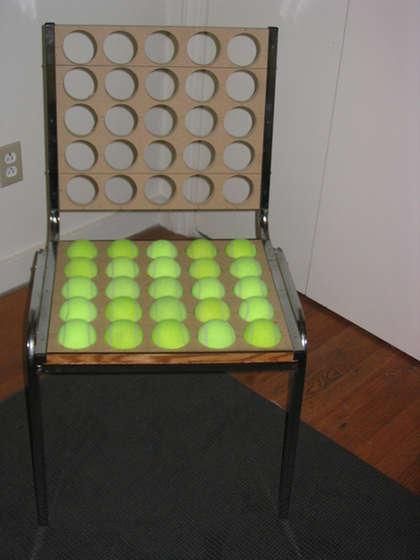 Placement des balles de tennis dans la chaise
