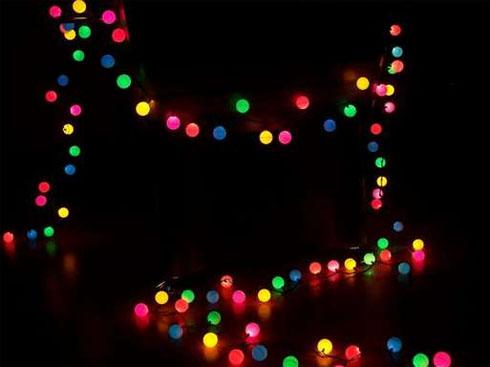 fabriquer une guirlande lumineuse avec des balles de ping pong blog conseils astuces bricolage. Black Bedroom Furniture Sets. Home Design Ideas