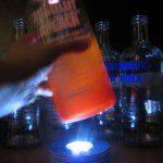 bouteille sur socle lumineux