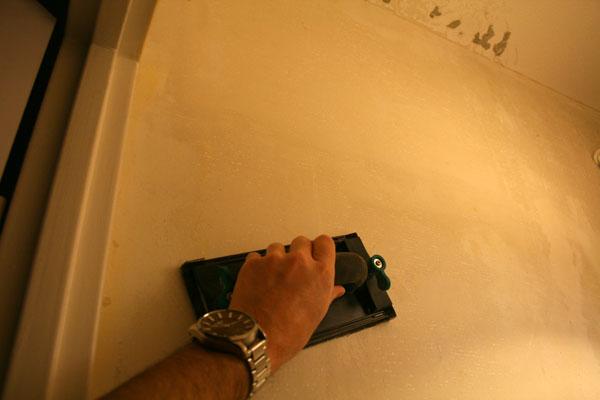Poncer avant lisser mur
