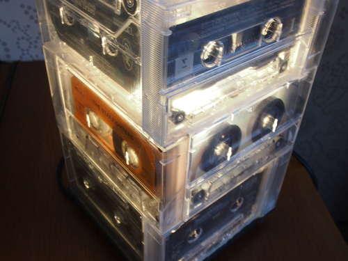 fabriquer une lampe avec des cassettes audio blog conseils astuces bricolage d coration. Black Bedroom Furniture Sets. Home Design Ideas