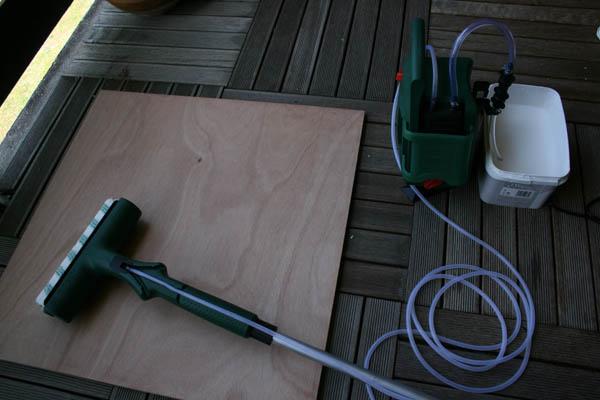 Peindre planche bois rouleau peinture électrique