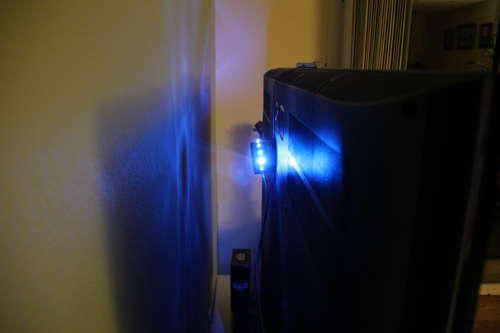 Accrocher lumère LED derrière télévision