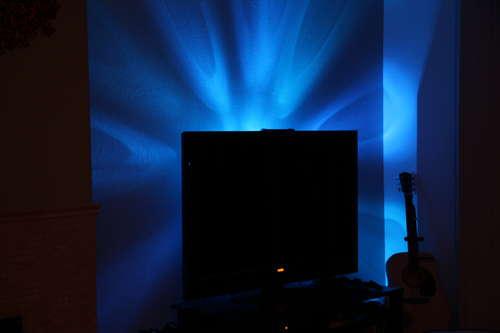 cr er un clairage led derri re la t l vision forumbrico. Black Bedroom Furniture Sets. Home Design Ideas