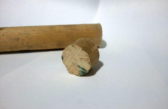 Couper manche tournevis en bois