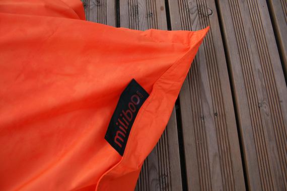 Pouf-Miliboo-exterieur-géant-orange