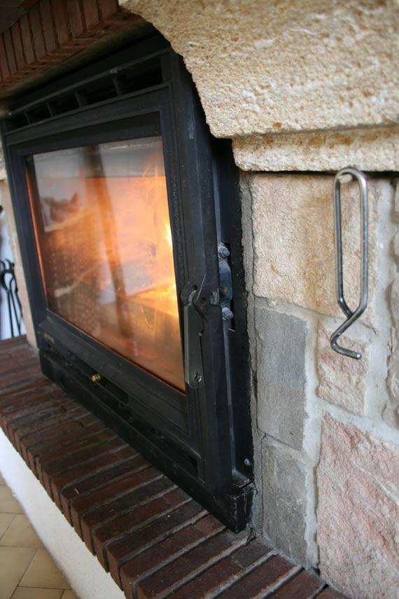 Porte-insert-cheminée-démarrage-feu