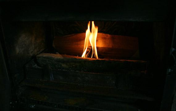 ajouter-buches-feu-de-cheminee