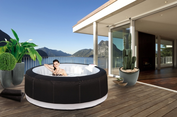 le myst re des mannequins pour jacuzzis gonflables forumbrico. Black Bedroom Furniture Sets. Home Design Ideas