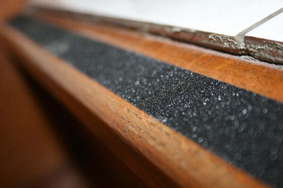 escalier en bois glissant comment le rendre moins dangereux forumbrico. Black Bedroom Furniture Sets. Home Design Ideas