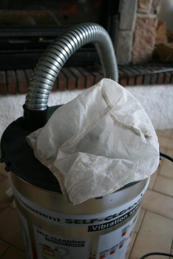 sur-filtre-aspirateur-cendres-cheminée-sans-sac