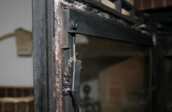 brosser-joint-porte-cheminée-insert