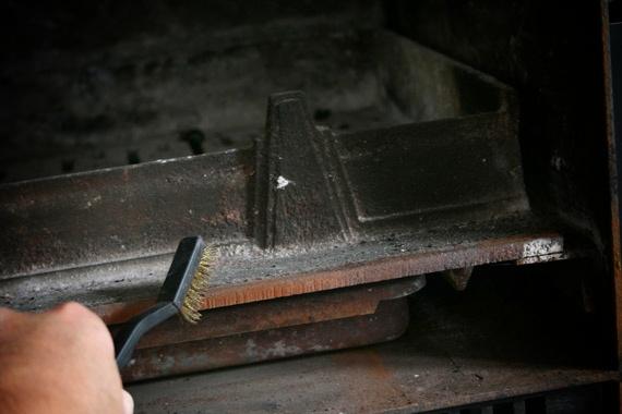 eliminer-rouille-sur-fonte-cheminée-insert-poele