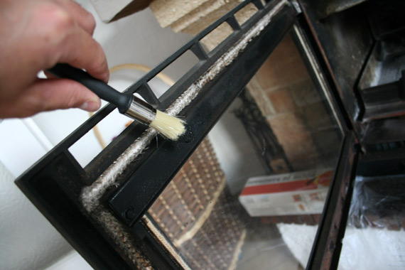 peindre-fonte-cheminée-insert-et-poele