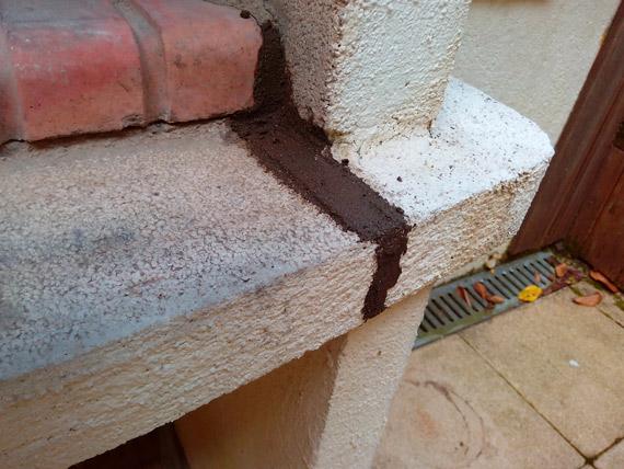 mortier-sur-barbecue-beton-fendu
