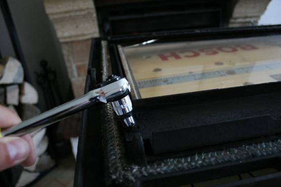 devisser-vitre-insert-cheminee-poele