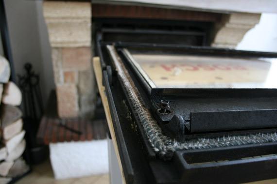 revisser-boulons-vitre-insert-cheminee