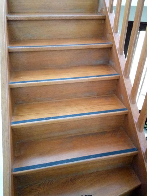 poncage-escalier-bois