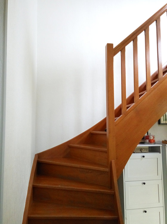 comment repeindre facilement un escalier en bois blog conseils astuces bricolage d coration. Black Bedroom Furniture Sets. Home Design Ideas