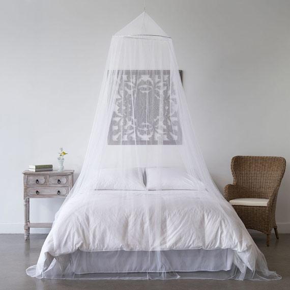 Proteger-moustiques-moustiquaire-lit