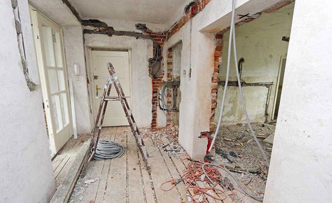 abattre-une-cloison-brique-beton-parpaings