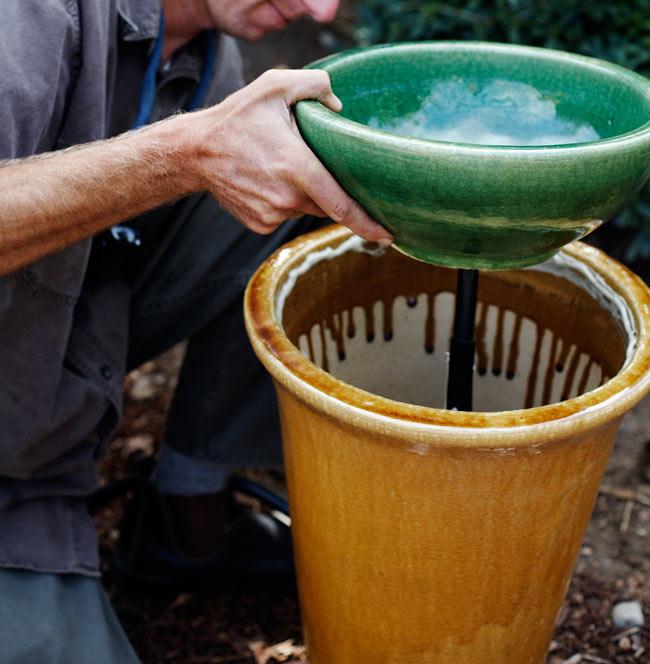 Creer-une-fontaine-dans-pot-de-fleur-04