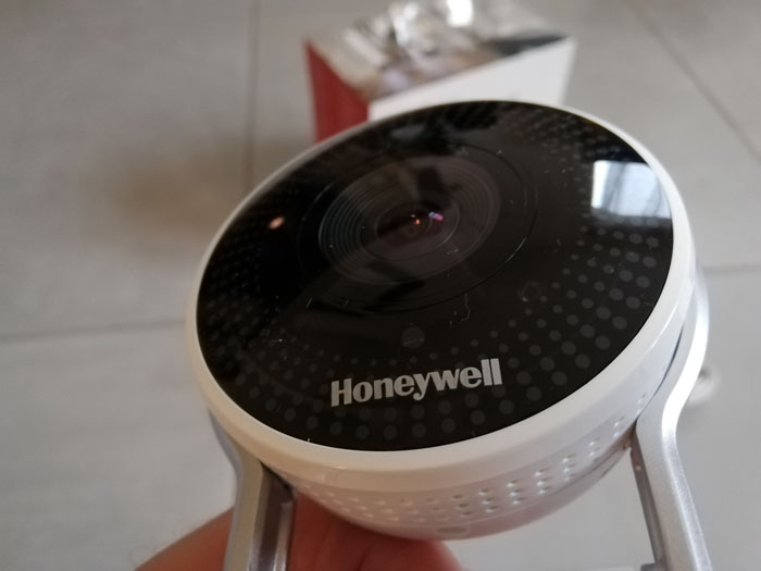 Honeywell-Lyric-C2-Wi-fi-Security-camera-lens