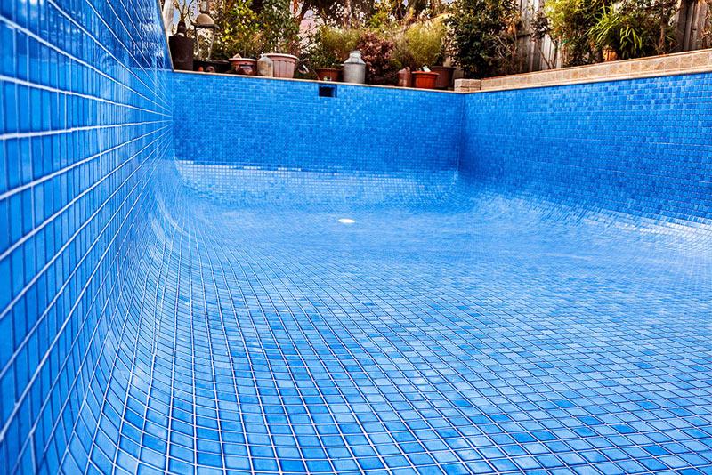 Pose-carrelage-piscine