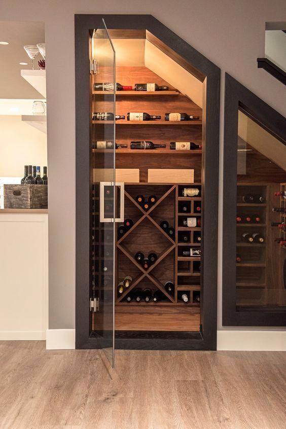 cave a vin sous escaliers
