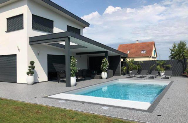moquette pierre terrasse piscine